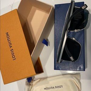 Louis Vuitton sunglasses explorer silver black U